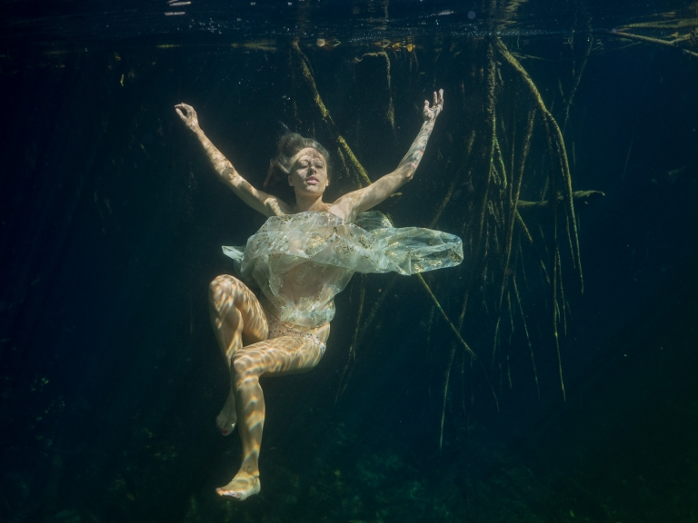 Julieta-Underwater-Photography-Portraits-16