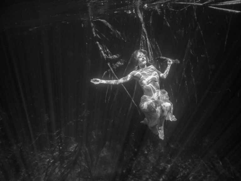 Julieta-Underwater-Photography-Portraits-19